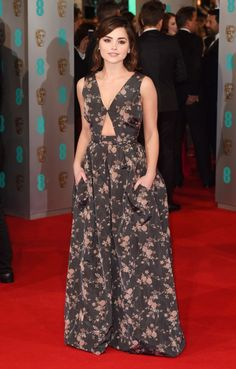 Jenna Coleman At The BAFTAs 2015 OMG HER DRESS HAS POCKETS, EVERY GIRL'S DREAM.