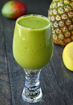 10 perfect detox smoothies to feel good in the morning! In addition they are really delicious! 10 perfect detox smoothies to feel good in the morning! In addition they are really delicious! Smoothies Detox, Matcha Smoothie, Healthy Smoothies, Healthy Drinks, Detox Juices, Healthy Detox, Easy Detox, Veggie Juice, Full Body Detox