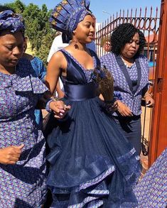 Traditional dresses worn by African women in African are the epitome of African culture and elegance. Whether it is the Xhosa traditional dress, Zulu, Venda or Tsonga, the traditional elements in each outfit radiate an aura of ethnic splendor. African Wedding Attire, African Attire, African Prom Dresses, African Dress, African Hats, Traditional Wedding Attire, Traditional Outfits, Traditional Weddings, South African Traditional Dresses
