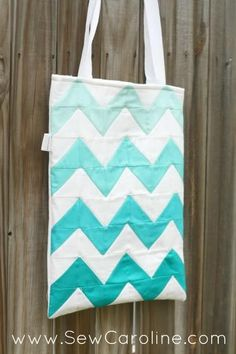 Chevron Ombre DIY Tote | This stylish DIY tote bag uses HSTs to create its design!