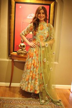 Pakistani dresses fashion Women love to wear traditional clothes in wedding, parties and functions from centuries. Pakistani Frocks, Pakistani Dresses, Indian Dresses, Indian Outfits, Colorful Fashion, Asian Fashion, Anarkali Dress, Anarkali Suits, Lehenga