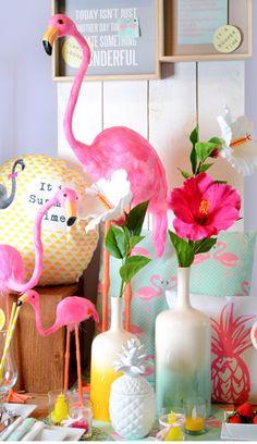 """Die farbenfrohe Kollektion """"Flamingo Lounge"""" sorgt für gute Laune."""