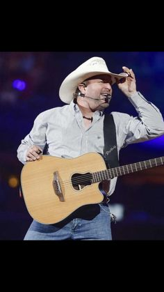 RodeoHouston is just getting started. But Garth Brooks' opening performance set the bar so high that it'll be tough for any other artist to clear. Rock Music Quotes, Song Quotes, Country Musicians, Country Music Singers, George Strait, Garth Brooks The Dance, Papa Roach, Breaking Benjamin, Sara Bareilles