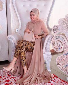 Party Fashion Women Chic 39 Ideas For 2019 Kebaya Hijab, Kebaya Dress, Dress Pesta, Kebaya Muslim, Muslim Dress, Pakistani Fashion Casual, Muslim Fashion, Hijab Fashion, Fashion Dresses