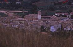 Ottobre 1973 - Centro storico di Matelica visto dalle Serre Alte