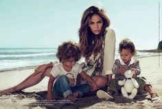 Jennifer Loopez Gucci - The Jennifer Lopez Gucci campaign is absolutely adorable for two reasons: Max and Emme. The two-year-old twins of Jennifer Lopez and Marc Anthony s. Gucci Ad, Divas, Paris Match, Hollywood, Celebrity Kids, Celebrity Style, Celebrity Photos, Thing 1, Mom Style