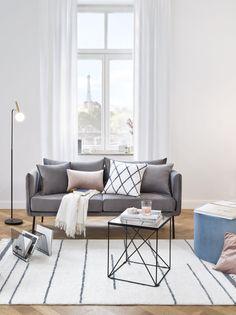 »Simple Chic « Geradlinige Möbel Sowie Weiß Und Grau In Allen  Schattierungen Bilden Die Basis. | Wohnzimmer Einrichten   Möbel U0026 DIY |  Living Room ...