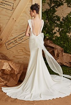 Carolina Herrera Spring 2017 キャロライナ・ヘレナの素敵なドレス。バックの大きなリボンがアクセント。 #wedding dress #ウエディングドレス #キャロライナ・ヘレナ