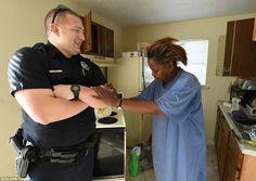 Policial se recusa a prender mulher que roubou comida para os filhos e a presenteia com dois caminhões de comida