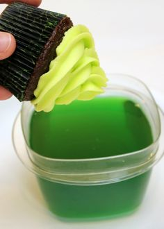 Glow in the dark cupcake frosting using tonic water and jello....Fun for outdoor evening picnic!