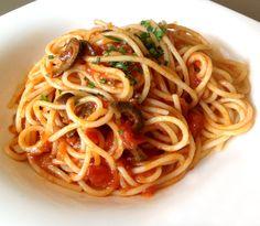 Una receta excelente para todo tipo de pasta larga. De pocos ingredientes y de sencilla elaboración. Recomendamos darle un toque de picante suave. ...
