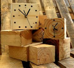 Pallets - clocks made from pallet wood