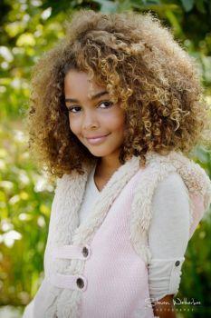 gorgeous curls, big hair, natural hair,love it! :) kiiiiiiinda want to dye my hair like this. :P Beautiful hair color. Pelo Natural, Natural Curls, Natural Beauty, Curling, Curly Hair Styles, Natural Hair Styles, Updo Curly, Twisted Hair, Scene Hair
