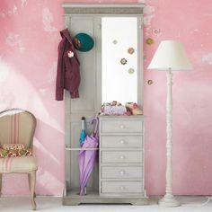 Arredare con il rosa l'ingresso - Scegliete di dipingere la parete della nuance più delicata