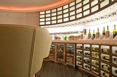 SkyTeam Lounge London Heathrow / Quelle: Airfrance Japan Art, Lounges, Liquor Cabinet, Photo Wall, Artists, London, Furniture, Home Decor, Japanese Art