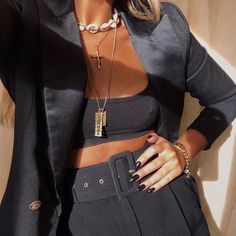 Maria serra ( fotos und outfits in 21 buttons Looks Style, My Style, Fashion Outfits, Womens Fashion, Fashion Trends, Fashion Clothes, All Black Outfit, Mode Inspiration, Fashion Killa