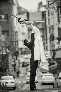 Wedding photo of principal dancers Hye-Min Hwang and Jae-Yong Ohm, The Universal Ballet.