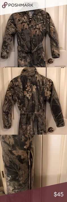 Youth Trophy Club Camouflage Coveralls Sz 14-16 Youth Boys Girls Trophy Club Camouflage Coveralls 14-16 Youth Hunting Snow Suit  These are in good used condition! They do have some fading on the legs but no holes, rips, tears or stains.   Have a 21 inch inseam. Trophy Club Jackets & Coats