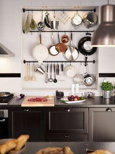 Barras de cocina para organizar los utensilios en la pared