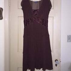 🌺 Liz Claiborne  Brown Dress 🌺 Liz Claiborne Brown Dress. Never worn.🔥Please Note I video tape & photo my item prior to shipping. This confirms the condition of the item. This is for the protection of both the seller & buyer. This is erased after feedback is left🔥 Liz Claiborne Dresses Midi