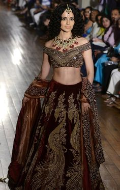 And she looked absolutely stunning as she strutted her stuff down the runway.   Kangana Ranaut Walked The Ramp For India Couture Week And Looked Like A Goddamn Vision