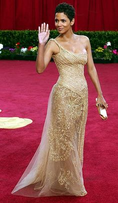 absolutely stunning. halle berry in elie saab.                                                                                                                                                                                 More