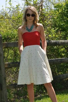 I love this dress and her added turquoise necklace. Turquoise and scarlet = my new favorite color combination.