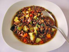 Herzhafter Linseneintopf mit Gemüse und Würstchen, ein schönes Rezept aus der Kategorie Herbst. Bewertungen: 138. Durchschnitt: Ø 4,5.