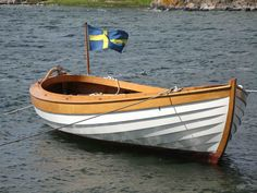Wooden Sailboat, Wooden Boats, Sailing Dinghy, Boat Projects, Boat Building, Finland, Sweden, Beautiful Curves, Beaches