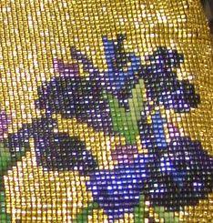 Выставка внутри шоу была посвящена бисерным сумочкам. Журнал Beadwork проводит конкурс каждый год, а потом лучшие работы показываются на передвижной выставке. В первой части картинок будут сумочки сделанные методом ткачества из японского бисера delica. Бисер этот не шариком, а скорее трубочкой,…
