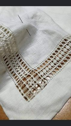 Drawn Thread, Thread Work, Crochet Gloves Pattern, Lace Weave, Needle Lace, Diy Hacks, Embroidery Stitches, Needlework, Weaving