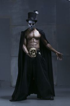Papa legba (I believe this is Baron Samedi.A hot Baron I must say. Papa Legba, Baron Samedi, Voodoo Costume, Voodoo Halloween, Witch Doctor Costume, Voodoo Party, Halloween Makeup, Halloween Costumes, Magick