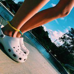 24 Crocs How to Wear Ideas Crocs Shoes, On Shoes, Me Too Shoes, Pony Bead Bracelets, Pony Beads, Cool Crocs, Croc Charms, Summer Outfits, Cute Outfits