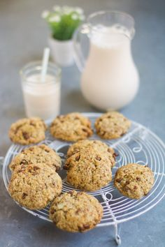 Lait d'amandes et cookies d'okara d'amandes / Homemade almond milk and his chocolate chip cookies with the almond pulp (okara)