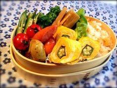 今週最後の弁当はリメイク合わせ技 (^ν^) - 57件のもぐもぐ - オクラを活用した鮭飯弁当 by nnn04