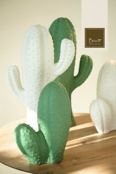 I nostri cactus di resina nelle varianti verde e bianco. #brucostyle #italianstyle #marble
