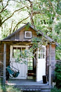 small cabin (tiny cabins shed) Little Cabin, Little Houses, She Sheds, Cabins And Cottages, Tiny Cabins, Cabins In The Woods, Play Houses, Architecture, Cabana
