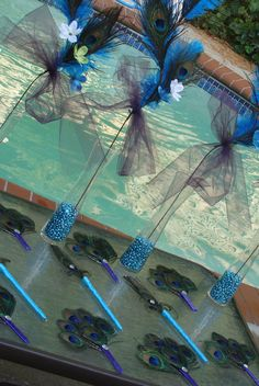 1000 images about centerpieces parties sista business on pinterest balloon centerpieces - Outdoor peacock decorations ...