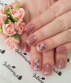 29 fotos de unhas com flores bonitas unhas decoradas curtas, unhas pintadas, unha decorada Classy Nails, Trendy Nails, Cute Nails, Ombre Nail Designs, Cute Nail Designs, Flower Nail Art, Beautiful Nail Art, Creative Nails, Spring Nails