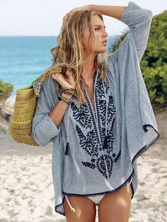 Boho Embroidery Looking to master that island vibe? Meet your cover-up. The pretty embroidery, tassels and mini pompom trim make this tunic perfect for taking in sunsets in Tulum…or even taking in the tunes at Coachella. Hippie Style, Mode Hippie, Bohemian Mode, Boho Chic, My Style, Boho Beach Style, Surf Style, Boho Gypsy, Bohemian Style