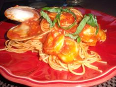 Spaghetti with Clams and Shrimp #seafood #pasta #movingday