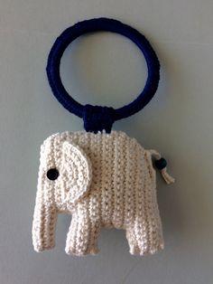 Mobile elefante crochê