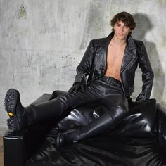 #photoshoot with @boxerbarcelona #leather #boy shot on location #boxerbarcelona for Boxer 2018 campaign features model Nil by photographer Lumi Luis aka @luismiguelezofficial #leatherboy #gaylad #gym #queer #gayfetish #gayguy #sportgear #gaytwink #malemodel #sport #fit #deporte  #gayboy #gay #sportfetish #abs #BoomZoomPhotoMag #LumiLuis #photograpy #berlin #art #photo #foto #kunst #boxerbcn #boxerberlin