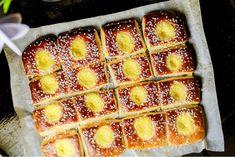 Solbullar i långpanna | Nina Hermansen - Niiinis Kitchenlife Kitchen Tiles Design, Kitchen Cabinet Design, Kitchen Backsplash, Kitchen Taps, Cottage Kitchen Cabinets, Smitten Kitchen, Hot Dog Buns, Apple Pie, Curry