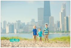 Chicago skyline photography session.  Sibling session.  Christina Bailitz Photography.  Chicago Family Photographer.
