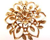 Vintage Sarah Coventry Peta Lure Gold Tone Flower Brooch