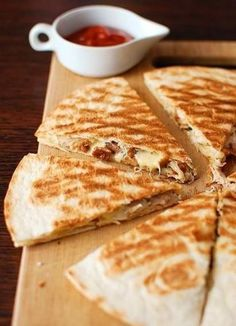 z kurkami i kurczakiem / Quesadilla with chanterelles i chicken Breakfast Recipes, Dessert Recipes, Kebab, Good Food, Yummy Food, Appetisers, Diy Food, Finger Foods, Food Inspiration