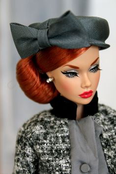 Tries out a few different hat styles to match the lovely Natalia Power Game suit which arrived in the post today! Beautiful Barbie Dolls, Pretty Dolls, Fashion Royalty Dolls, Fashion Dolls, Different Hat Styles, Redhead Shirts, Diva Dolls, Poppy Parker, Black Barbie