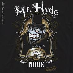 """Camiseta inspirada en el clásico de Robert Louis Stevenson """" El extraño caso del doctor Jekyll y el señor Hyde"""". Con una estilo influido por el steampunk y la estética victoriana, la ilustración muestra a Mr. Hyde divertido y socarrón. Una camiseta que enseña a ese Hyde que todos llevamos dentro nuestroJekyll y que asoma tras ingerir el prodigioso elixir… www.diablocamisetas.com"""
