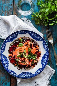 Beetroot / carrot salad with belugalinser and sea buckthorn. Rødbede/gulerodssalat med belugalinser og havtorn